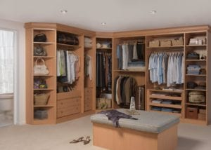 Built-in, open dressing room solutions